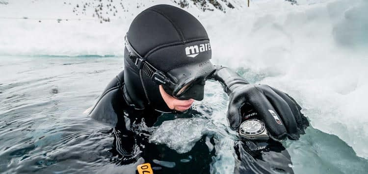 Wear Dive Gloves in Cold Waters