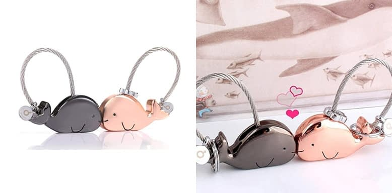 ILESI Sweet Kissing Whale Couple Keychains