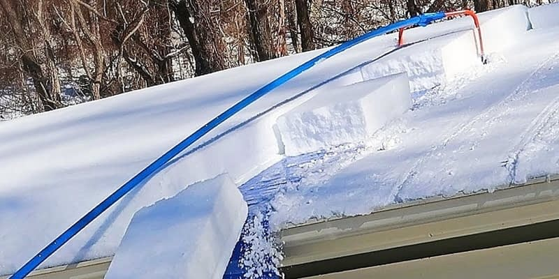 How-To-Remove-Snow-Using-A-Roof-Rake-Or-Shovel