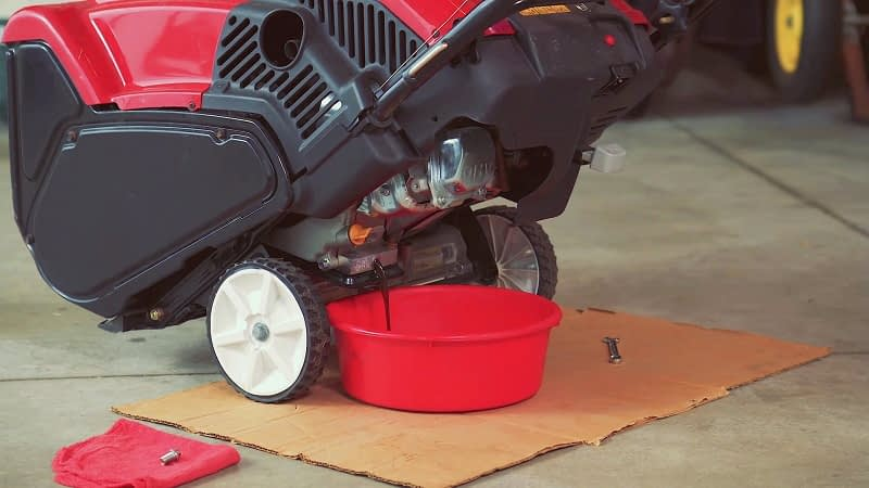 Do Snowblowers Require A Specific Oil Type