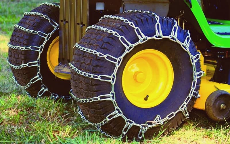 Fitting-Snow-Blower-Tire-Chains