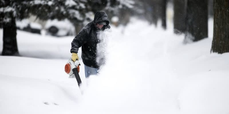Dont-Damage-Your-Leaf-Blower-Blowing-Snow