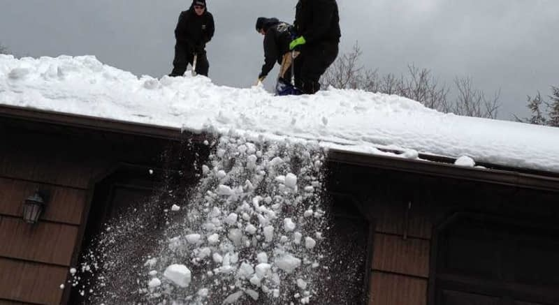 How-to-Remove-Snow-from-Roof-with-Wire