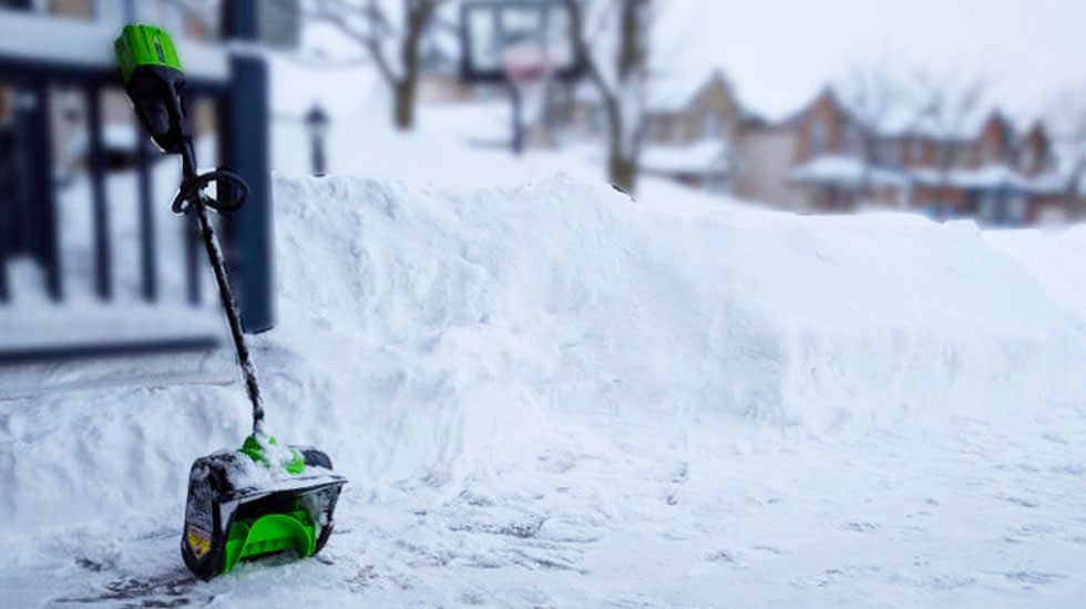 How To Use an Electric Snow Shovel