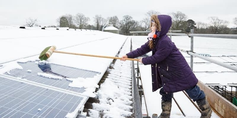 How-to-Remove-Snow-From-Solar-Panels