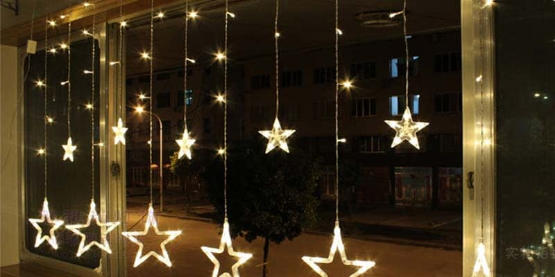 Quick Tips for Holiday Window Decorations