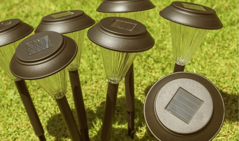 How-to-Clean-Solar-Panels-on-Garden-Lights